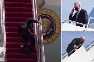 سقوط الرئيس الأميركي  بشكل محرج على سلم الطائرة