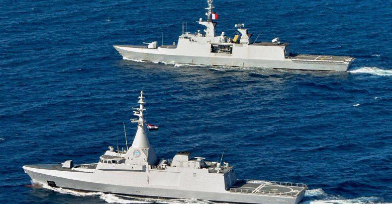 القوات البحرية المصرية والفرنسية تنفذان تدريباً بحرياً عابراً فى نطاق الأسطول الشمالى