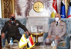 وزير الدفاع ورئيس الأركان يلتقيان قائد الحرس الوطنى القبرصى