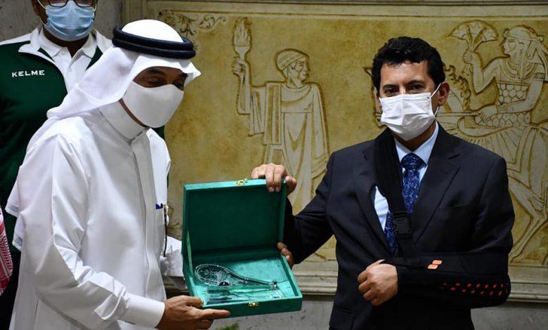 وزير الرياضة يستقبل منتخب السعودية للإسكواش