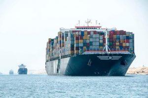 """الفريق أسامة ربيع: """"إحصائيات الملاحة بالقناة تسجل عبور ٧١ سفينة بإجمالي حمولة صافية ٤,٨ مليون طن اليوم الجمعة"""""""